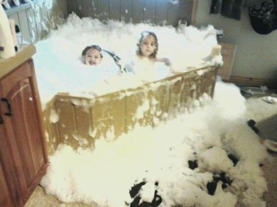 дети в ванне