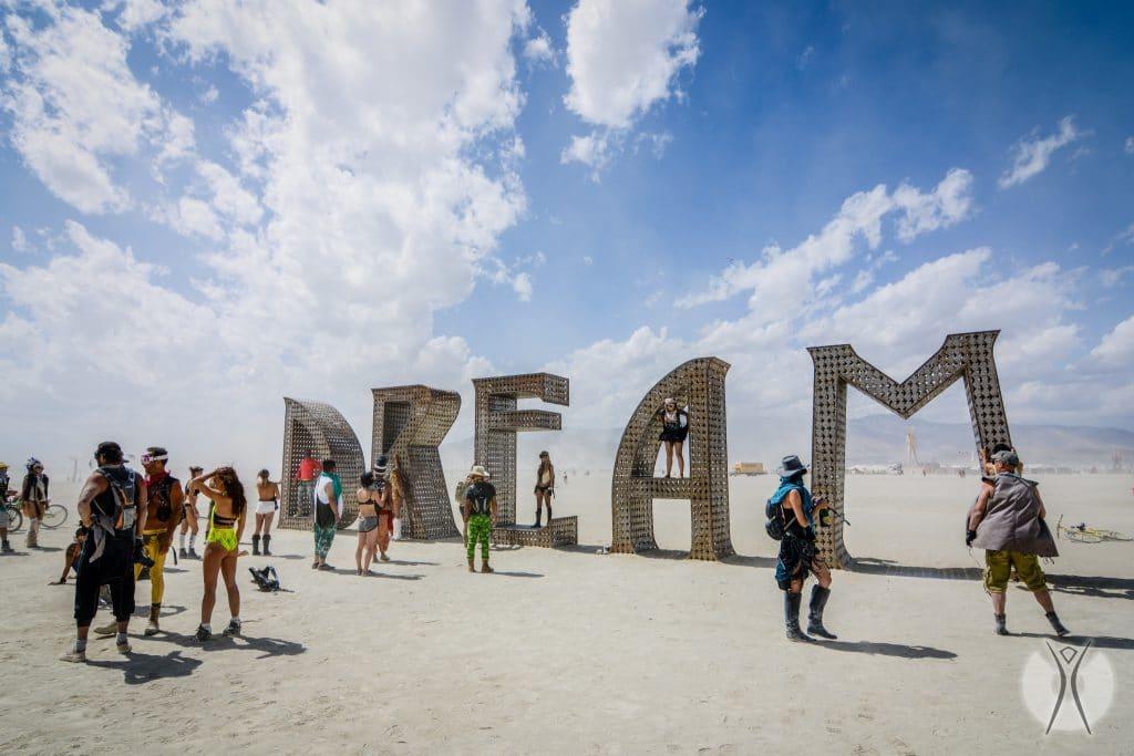 инсталляция для фото на фестивале Burning Man