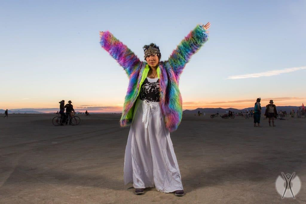теплые наряды на фестивале Burning Man