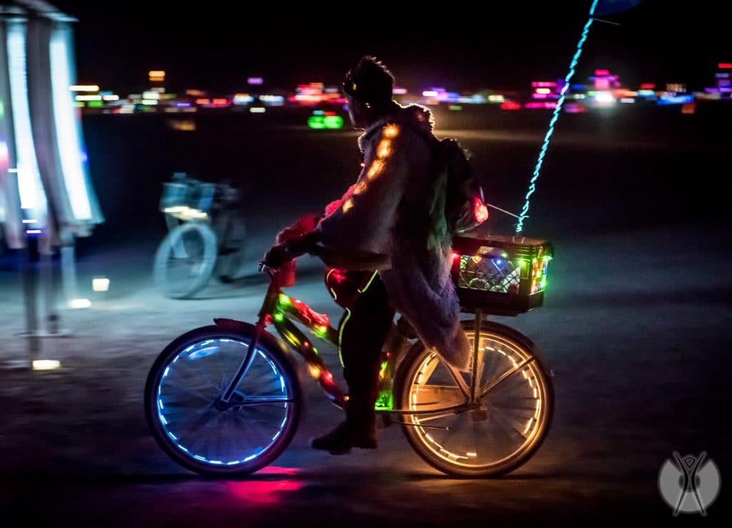 передвижение на велосипеде по Блэк-Рок Сити
