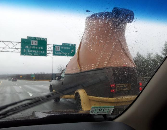 машина в форме обуви