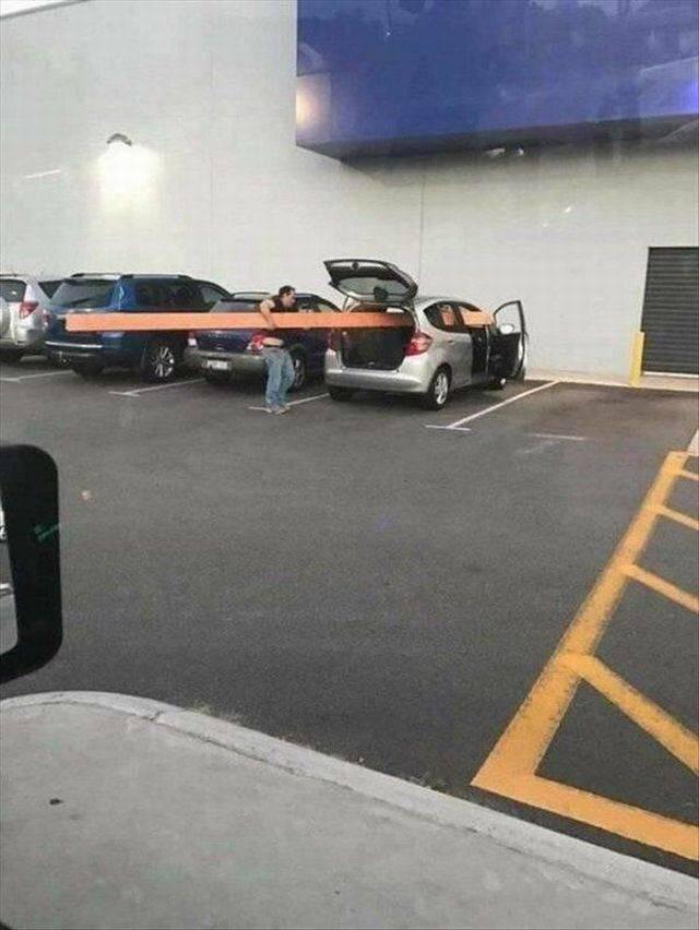 мужчина на парковке