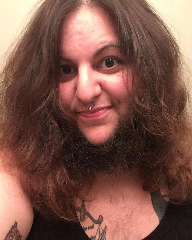 брюнетка с бородой