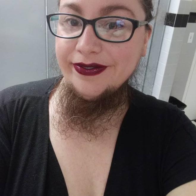 бородатая женщина в очках