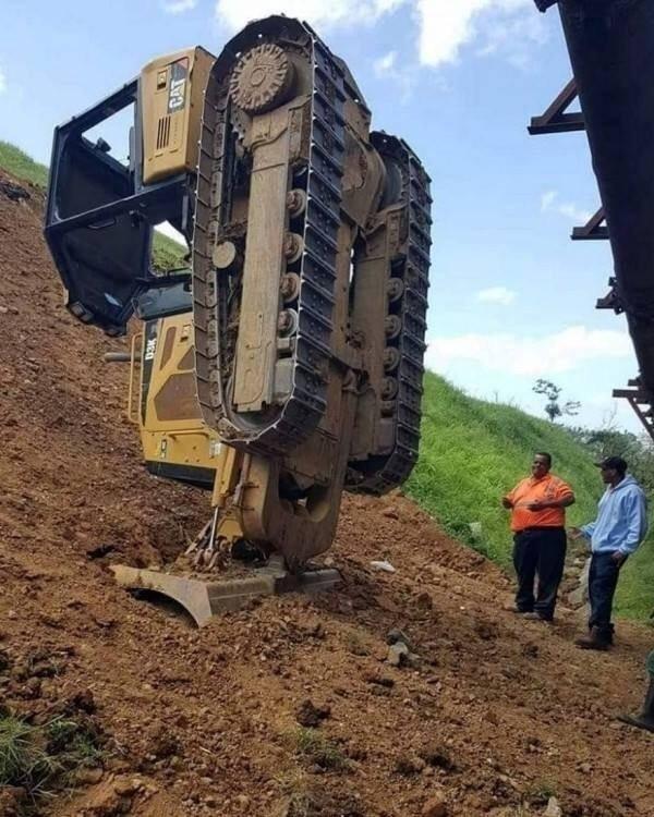 трактор застрял в земле