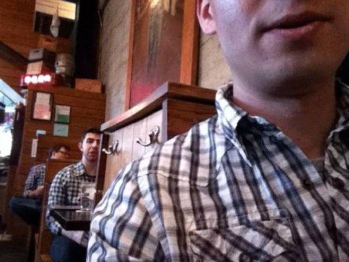 мужчины в рубашках в клеточку