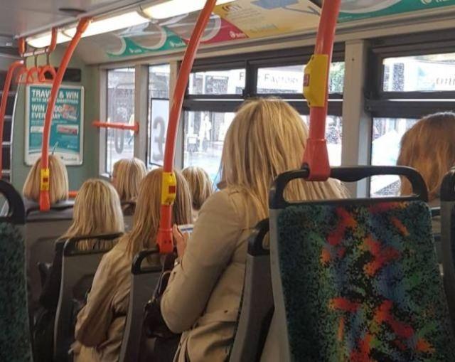 блондинки в автобусе