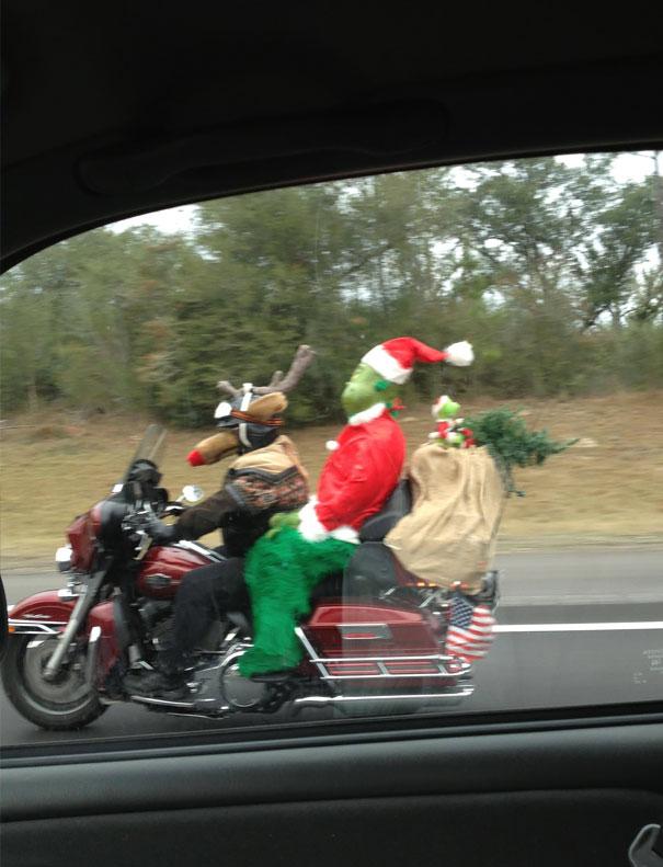 санта клаус и олень на мотоцикле