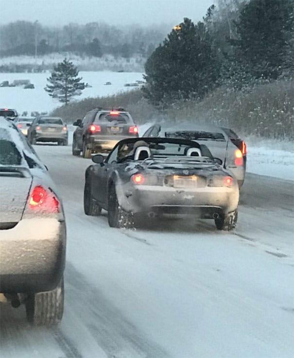 открытая машина зимой