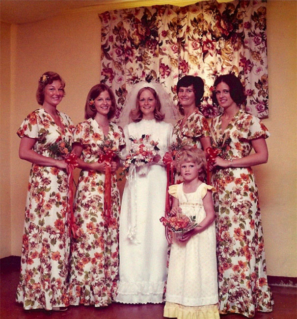 подружки невесты в цветочных платьях