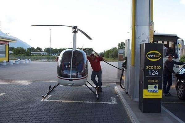 вертолет на заправке