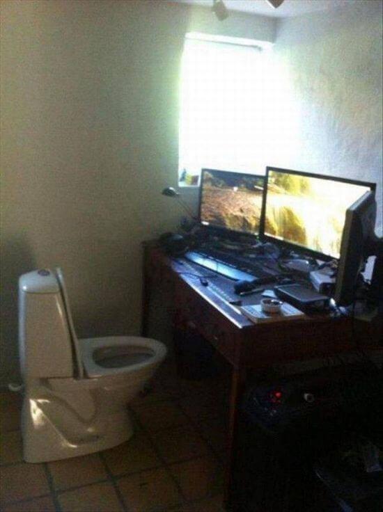компьютеры и унитаз