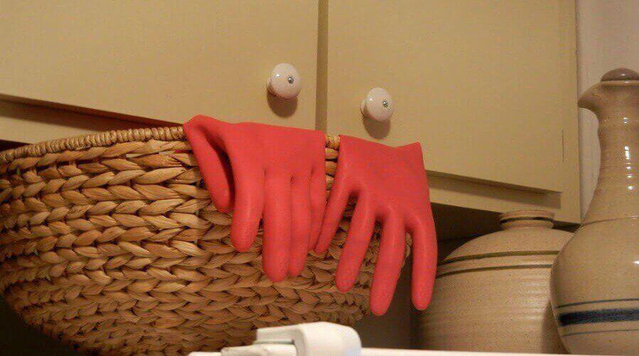 шкафчик и перчатки