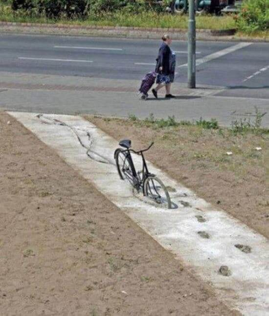 велосипед в цементе