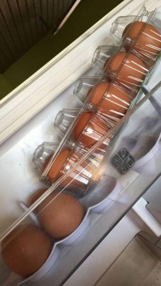 упаковка яиц в холодильнике