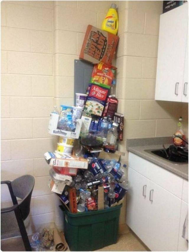 гора мусора на кухне