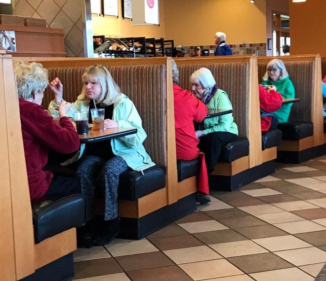 три компании в кафе