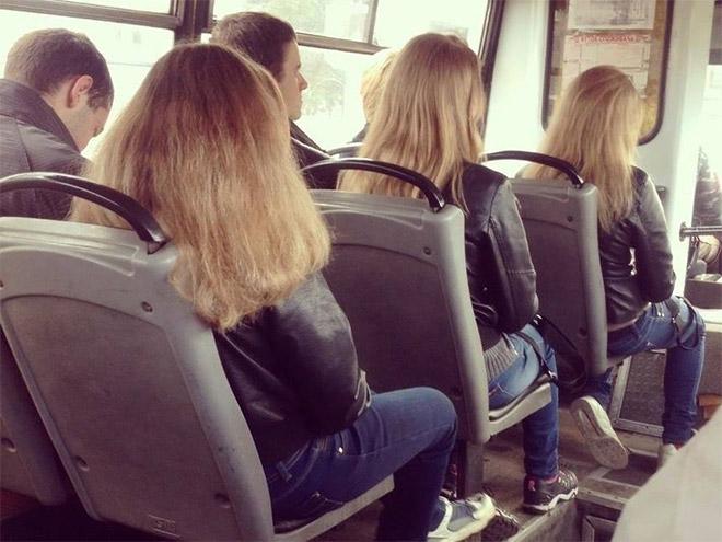 девушки в джинсах и куртках