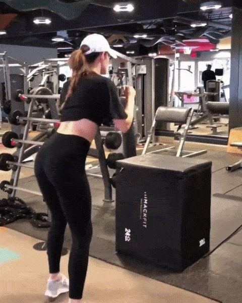 девушка падает в спортзале