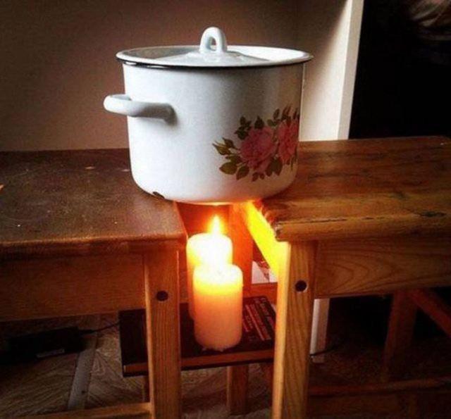 свечи нагревают кастрюлю