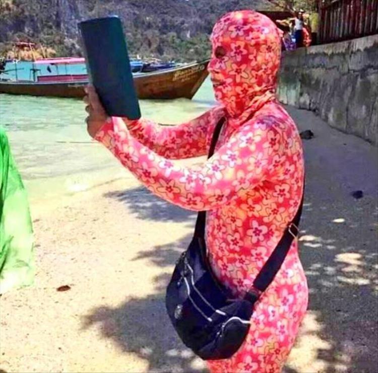 человек в пляжном костюме