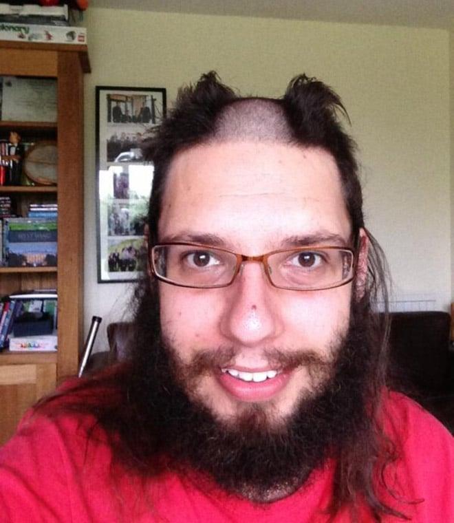бородатый парень в очках