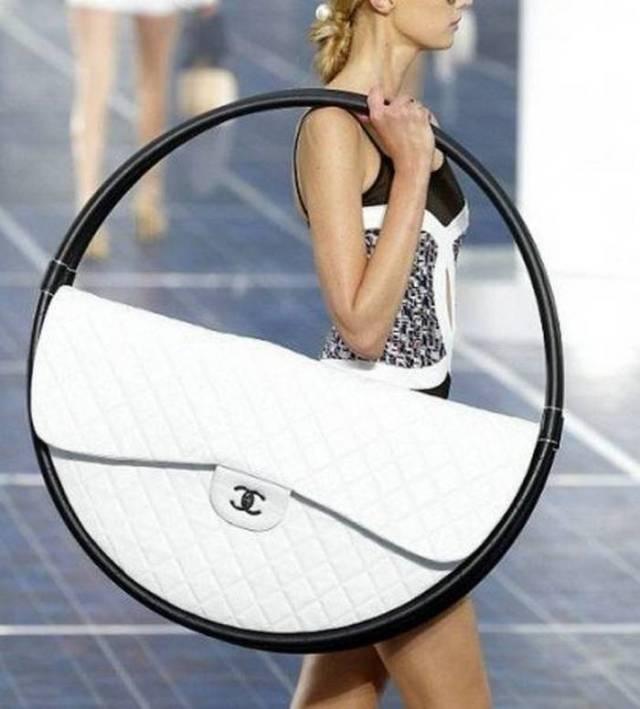 странная женская сумка