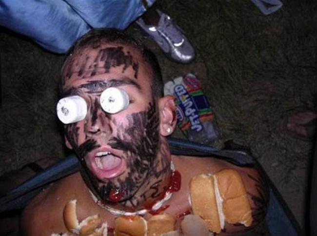 пьяный парень спит