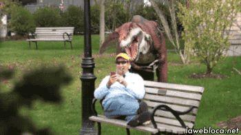 мужчина и динозавр