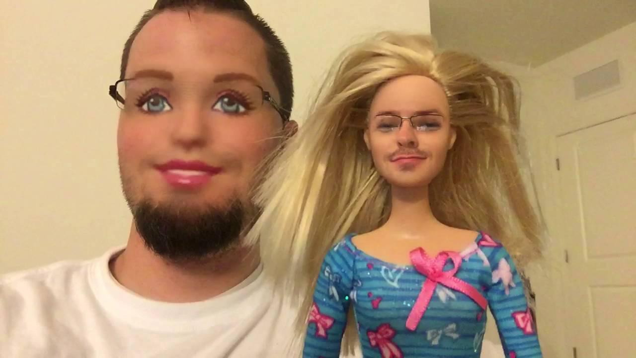 парень с куклой барби