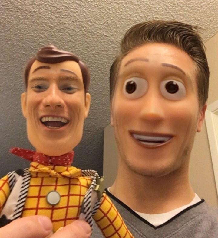 парень и кукла