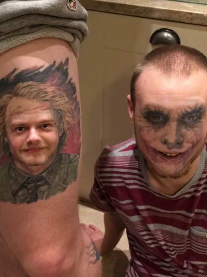 парень с тату джокера на лице