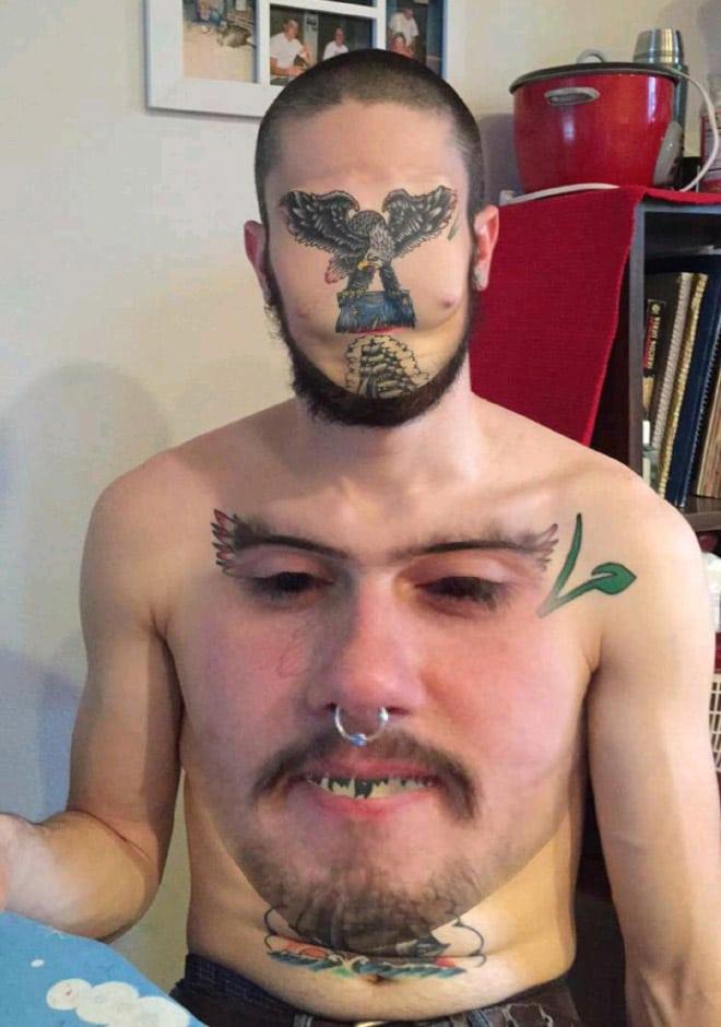 парень с лицом на груди