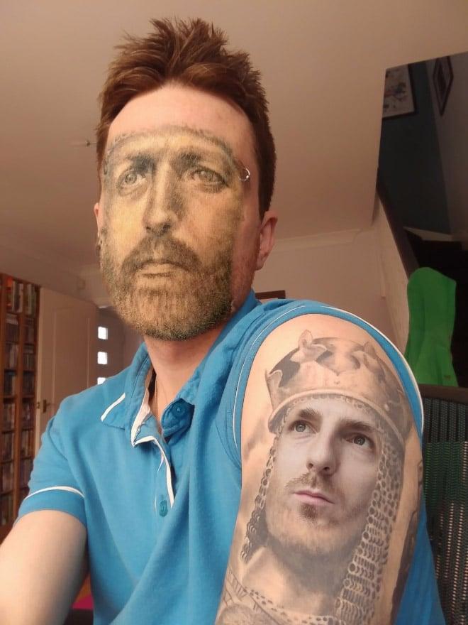 парень с лицом-татуировкой