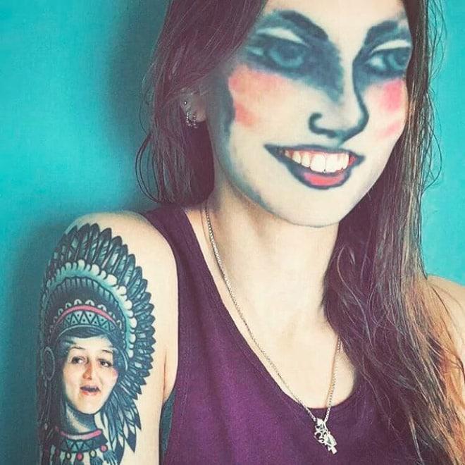 девушка с татуировкой вместо лица