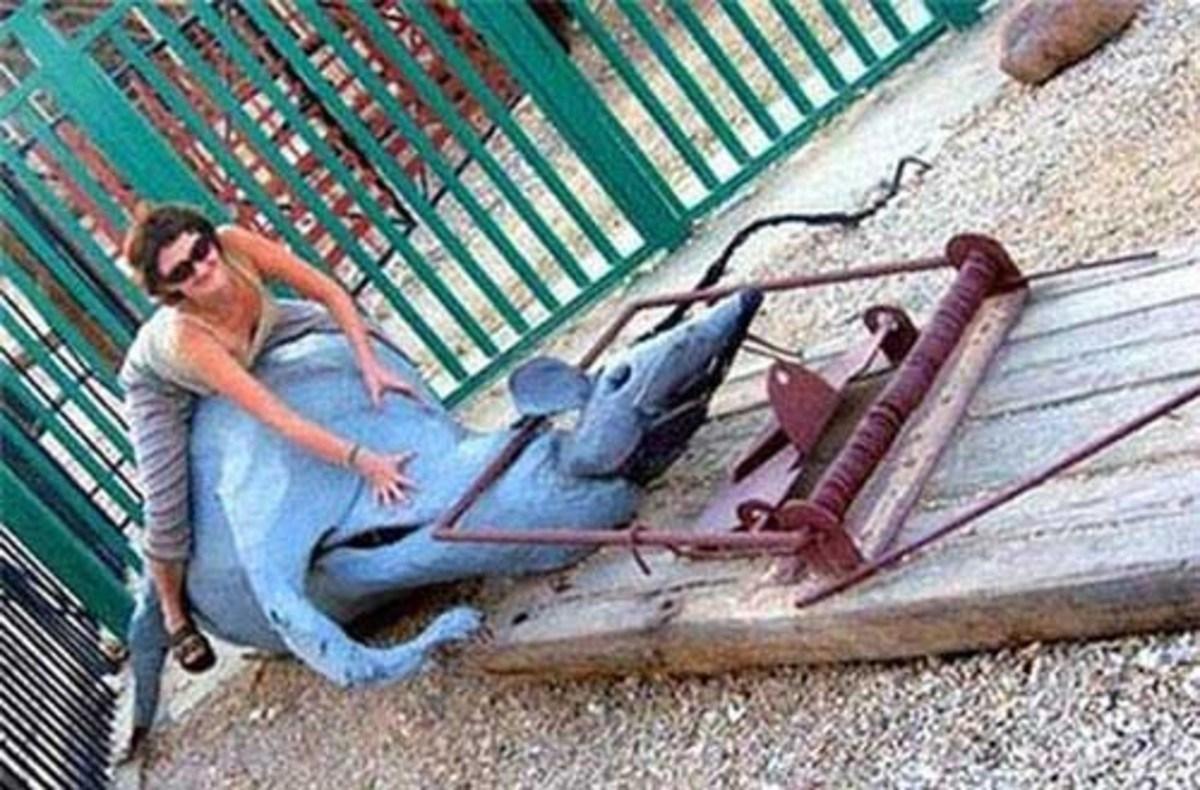 женщина на игровой площадке