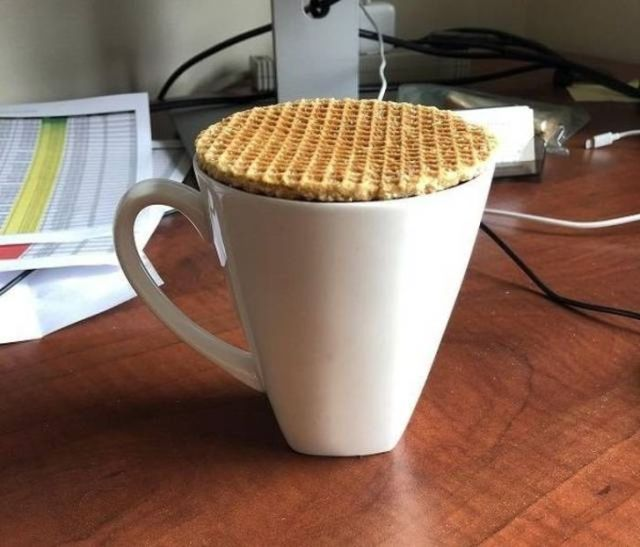 чашка с вафлей