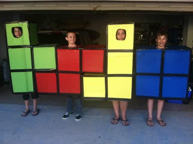 дети в костюме тетриса
