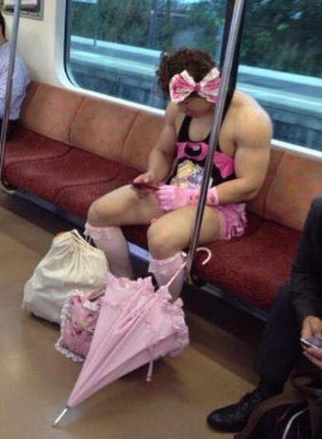 парень в розовом