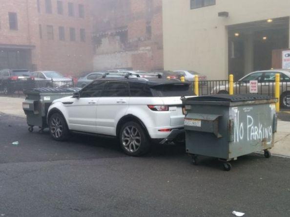 автомобиль с мусорными баками