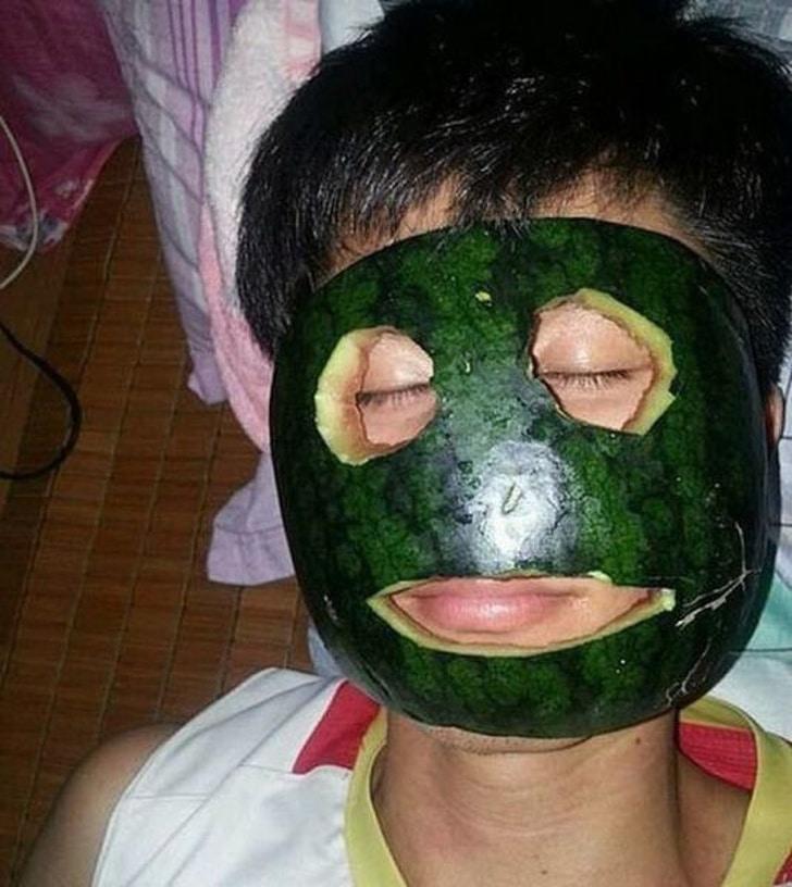 маска из кожуры арбуза на лице