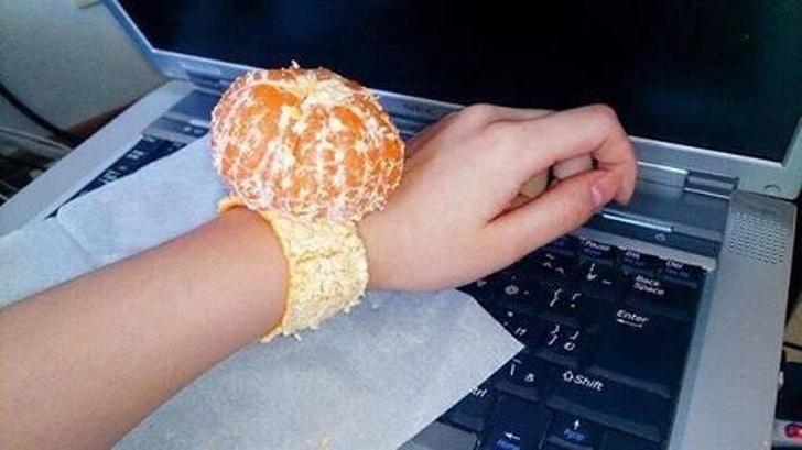 мандарин на руке