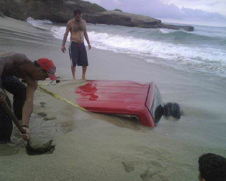 машина в песке