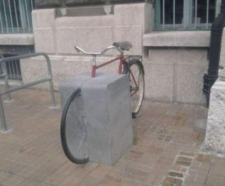 велосипед на стоянке