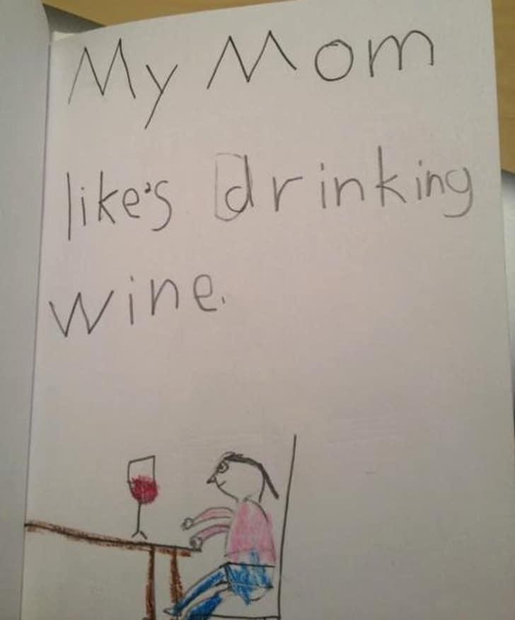 мама пьет вино