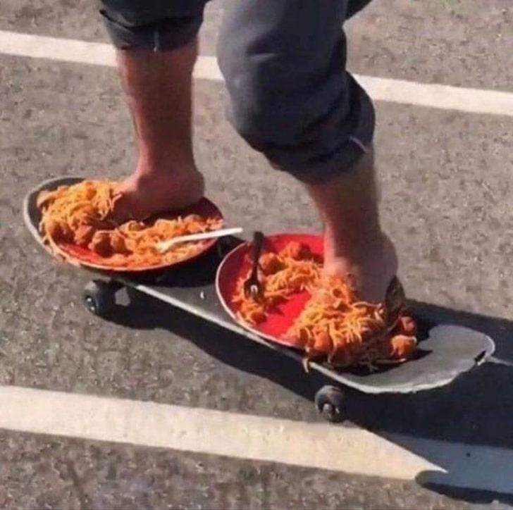 тарелки с едой