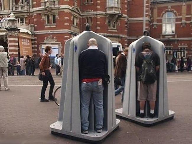 общественный туалет на улице