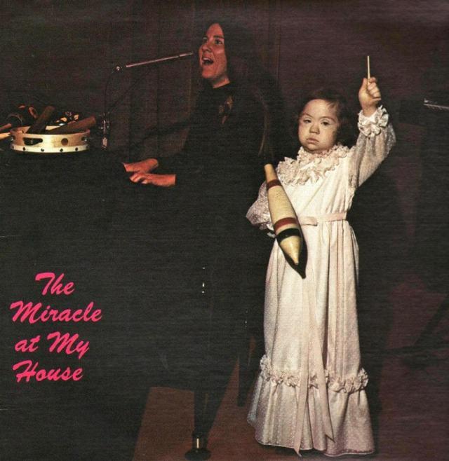 музыкальная обложка: женщина с девочкой