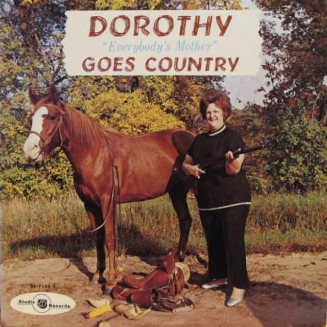 конь и женщина с ружьем