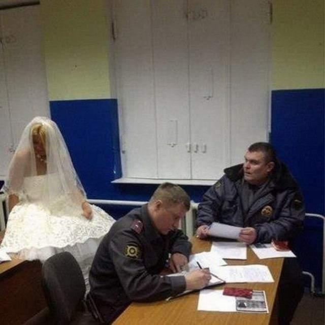 невеста в полиции